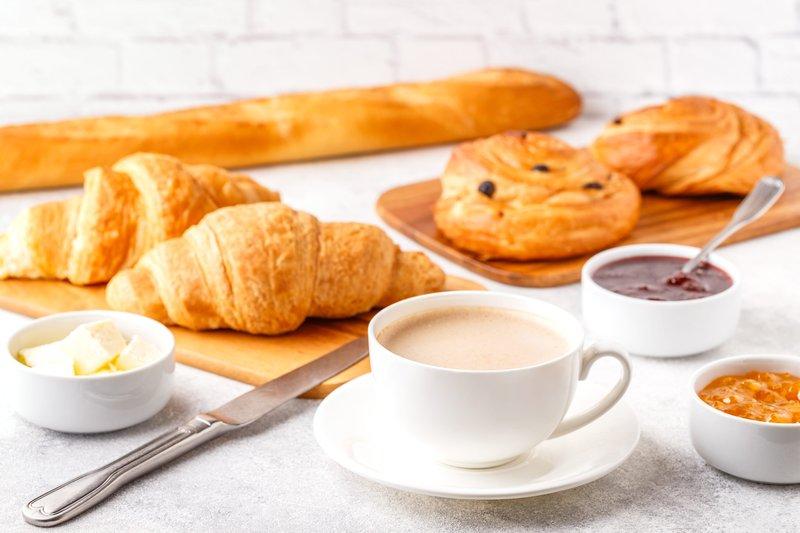 Holiday Inn Farnborough-Enjoy hot and cold items for breakfast<br/>Image from Leonardo
