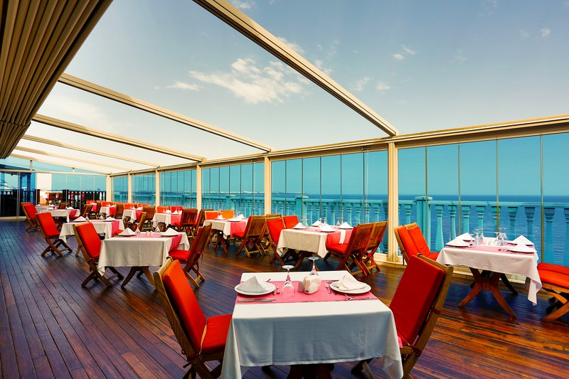 Crowne Plaza Antalya-à la carte restaurant terrace<br/>Image from Leonardo