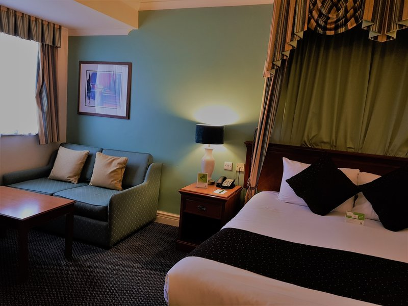 Holiday Inn Leeds - Bradford-Guest Room<br/>Image from Leonardo
