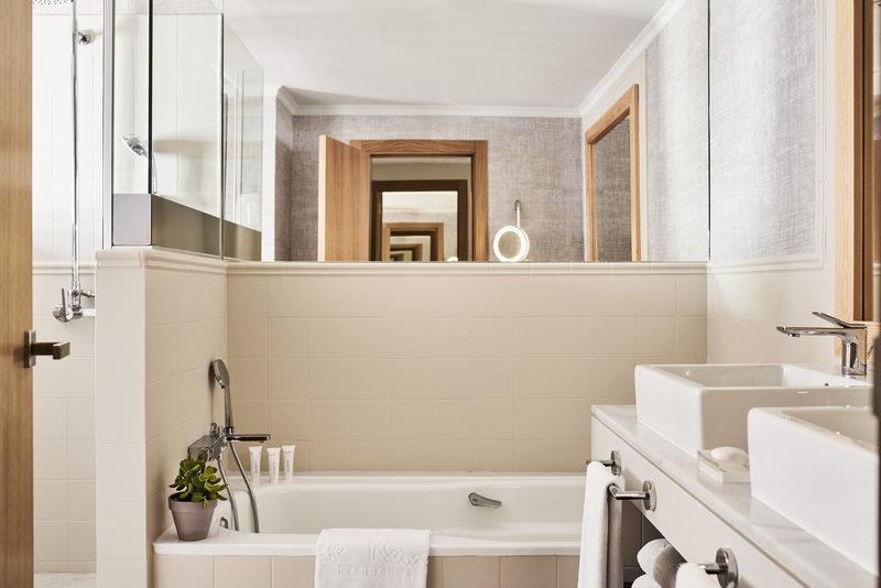 Hotel Puente Romano-Junior Suite (CDEF) (4).jpg<br/>Image from Leonardo