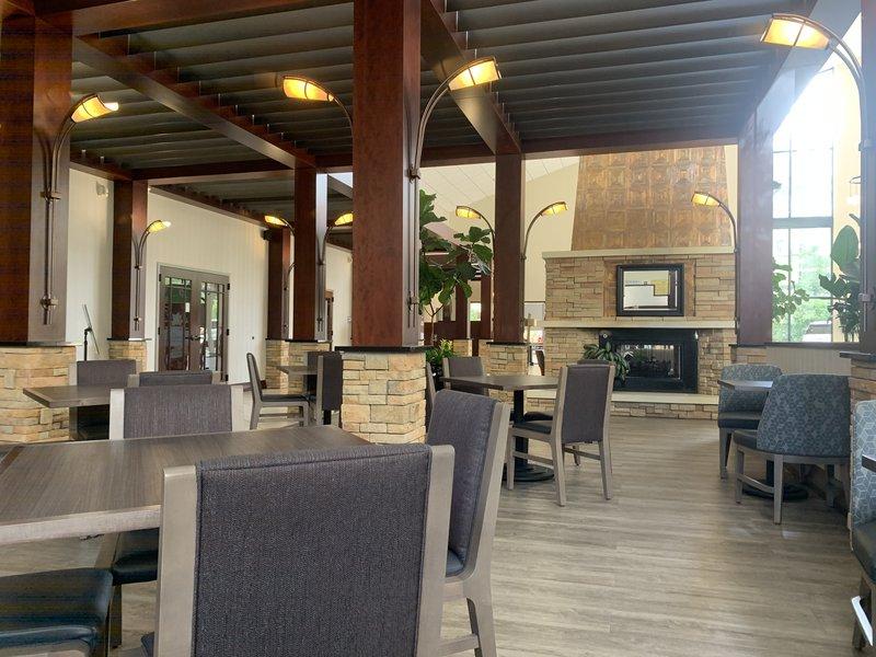 Holiday Inn Asheville - Biltmore West-Atrium Dining Area Near Fireplace<br/>Image from Leonardo