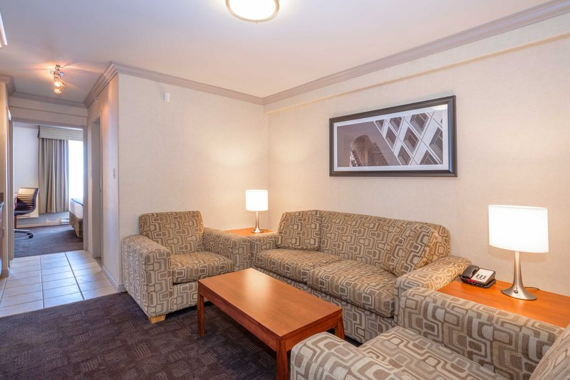 Sandman Hotel, Suites Winnipeg Airport-Corporate King Suite<br/>Image from Leonardo