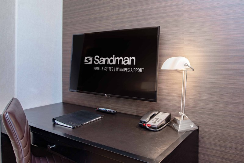 Sandman Hotel, Suites Winnipeg Airport-Executive Jacuzzi Suite<br/>Image from Leonardo