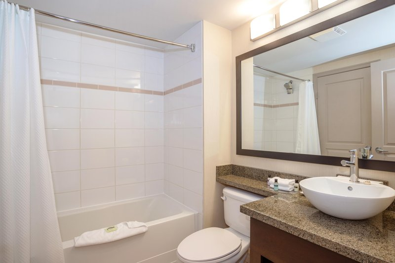 Sandman Hotel, Suites Winnipeg Airport-Executive King Suite Bathroom<br/>Image from Leonardo