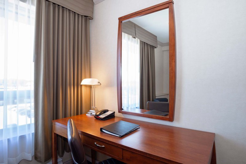 Sandman Hotel, Suites Winnipeg Airport-Executive King Suite<br/>Image from Leonardo