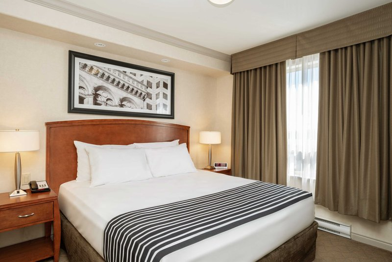 Sandman Hotel, Suites Winnipeg Airport-King Suite<br/>Image from Leonardo