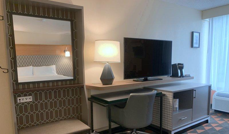 Holiday Inn Asheville - Biltmore West-Guest Room<br/>Image from Leonardo