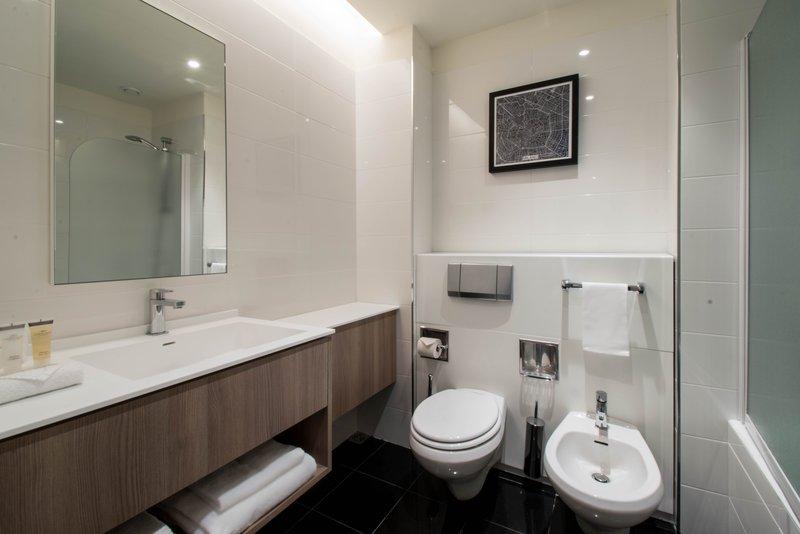 Crowne Plaza Milan - Linate-Guest Room Bathroom<br/>Image from Leonardo