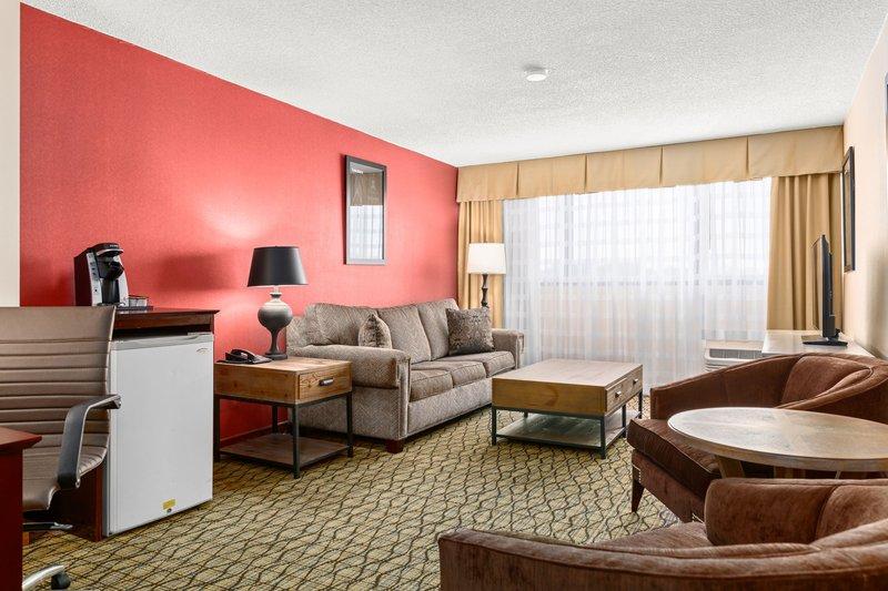Holiday Inn Johnson City-Sitting Area of Presidential Suite<br/>Image from Leonardo