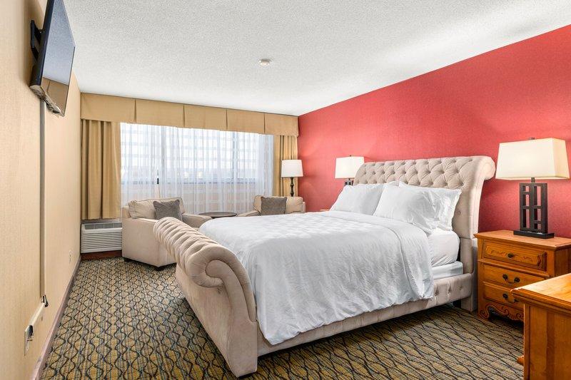Holiday Inn Johnson City-Large Presidential Suite<br/>Image from Leonardo