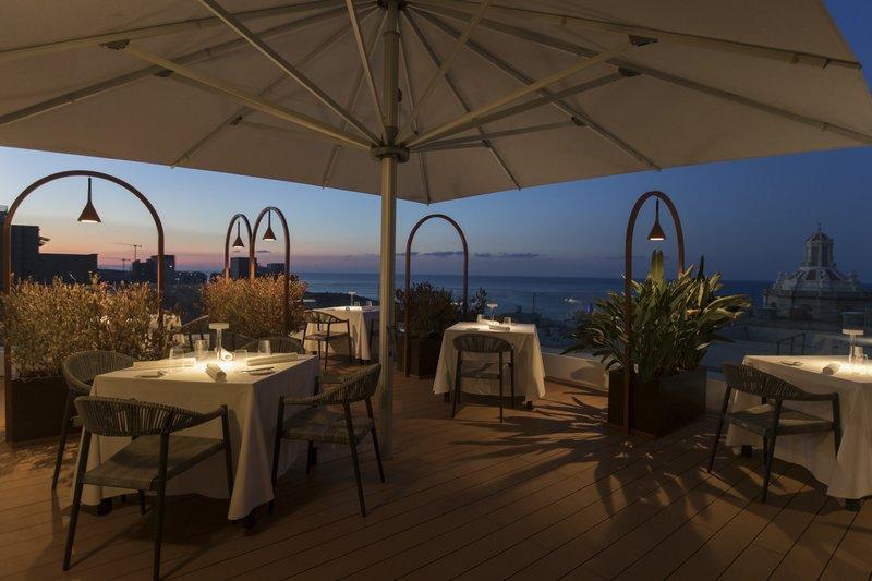Rosselli AX Privilege-Over-Grain Roof Terrace - Al fresco dining<br/>Image from Leonardo