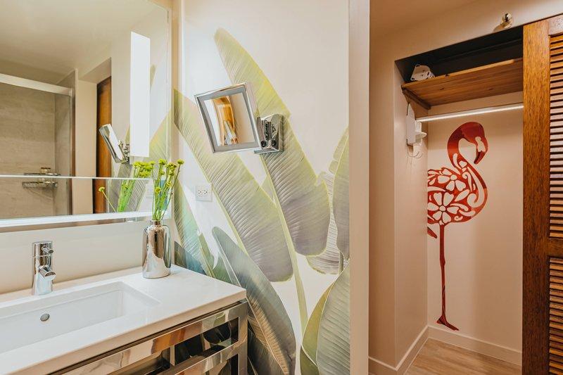 Renaissance Aruba Resort & Casino - Guest Bathroom <br/>Image from Leonardo