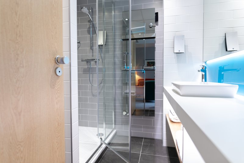 Holiday Inn Express Arras-Fully renovated bathroom<br/>Image from Leonardo