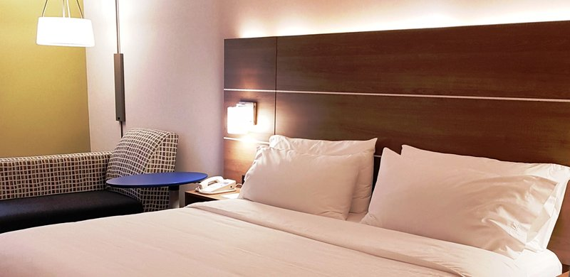 Holiday Inn Express & Suites Surrey-New beds, new linens, new black out blinds equals an amazing sleep<br/>Image from Leonardo