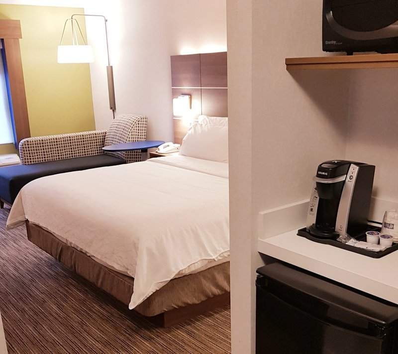 Holiday Inn Express & Suites Surrey-Holiday Inn Express and Suites Surrey King Bed Room<br/>Image from Leonardo