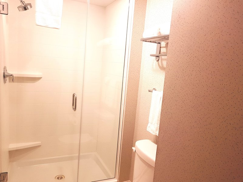 Holiday Inn Express & Suites Surrey-King Jetted Tub rooms also have a shower<br/>Image from Leonardo