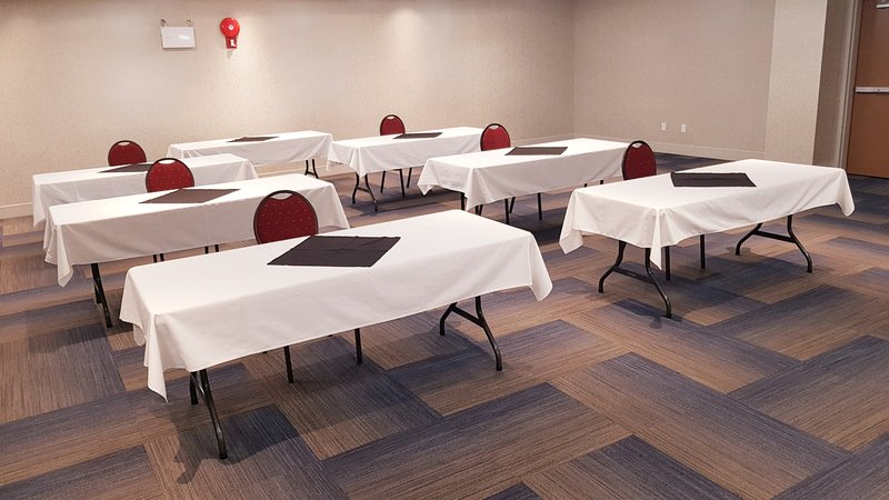 Holiday Inn Express & Suites Surrey-Spacious newly renovated meeting space<br/>Image from Leonardo
