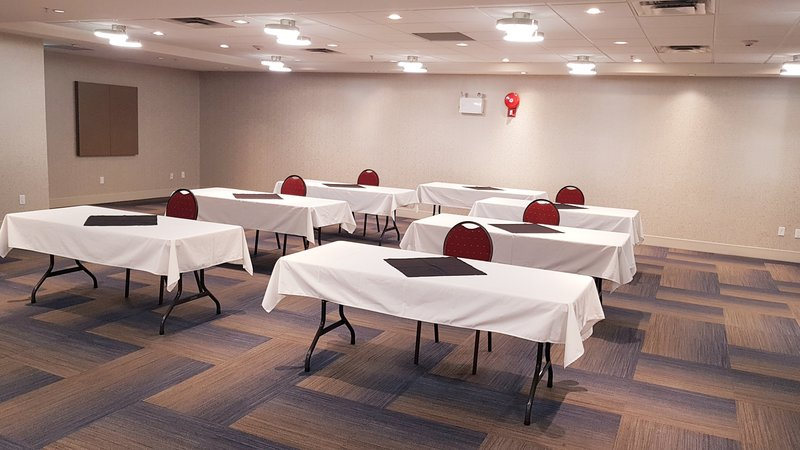 Holiday Inn Express & Suites Surrey-Bright, spacious and freshly renovated meeting space<br/>Image from Leonardo