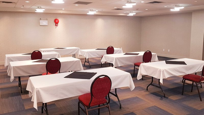 Holiday Inn Express & Suites Surrey-Bright, spacious and freshly updated meeting space<br/>Image from Leonardo