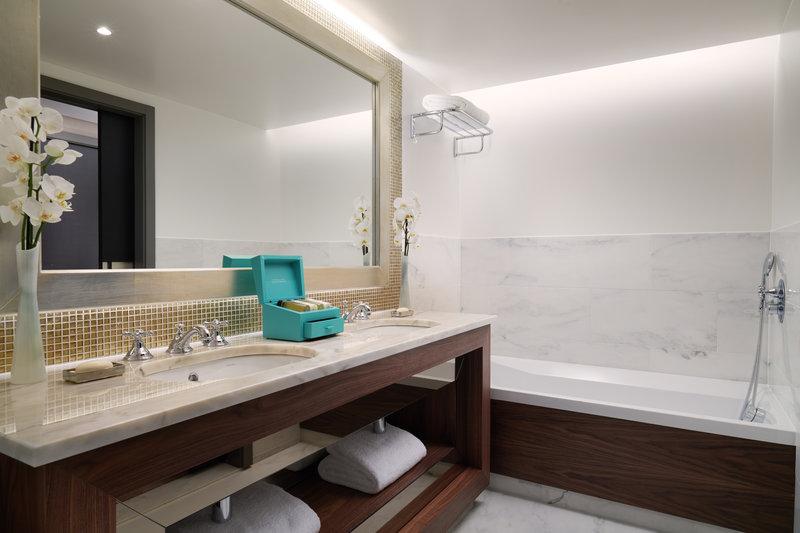 Corinthia Hotel Lisbon-Corinthia Lisbon Family Room Deluxe Junior Suite Bathroom V Jack Hardy<br/>Image from Leonardo