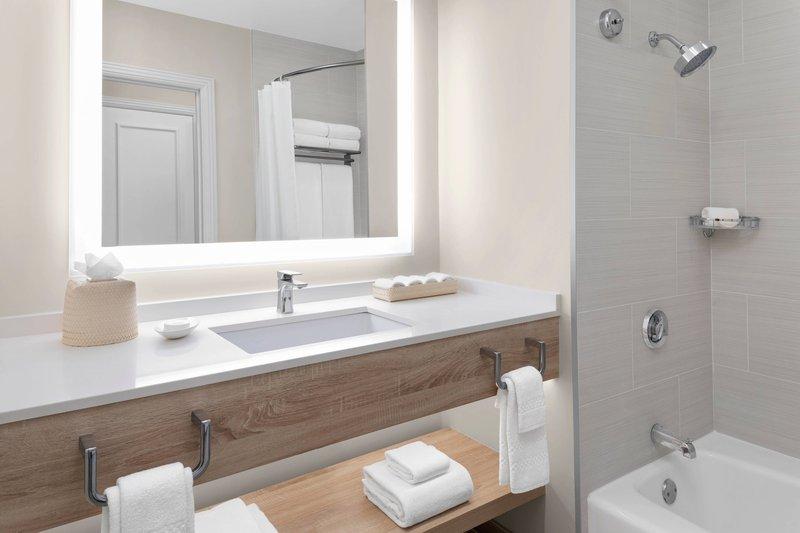 The Royal at Atlantis - Premium Guestroom Bathroom <br/>Image from Leonardo