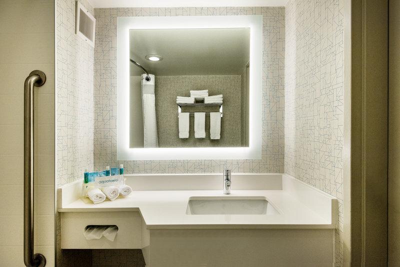 Holiday Inn Express Flint-Campus Area-Standard guest bathroom<br/>Image from Leonardo