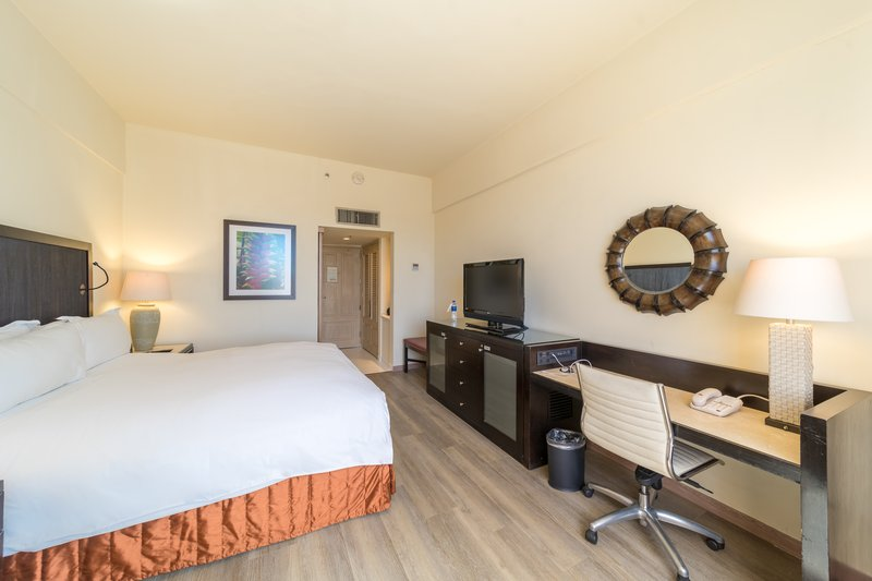 Intercontinental San Salvador - Metrocentro Mall-One king bed guestroom<br/>Image from Leonardo