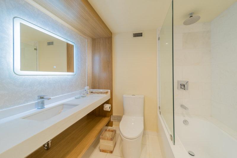 Intercontinental San Salvador - Metrocentro Mall-Bathroom guestroom<br/>Image from Leonardo