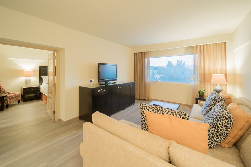 Intercontinental San Salvador - Metrocentro Mall-Junior Suite's Living Room<br/>Image from Leonardo