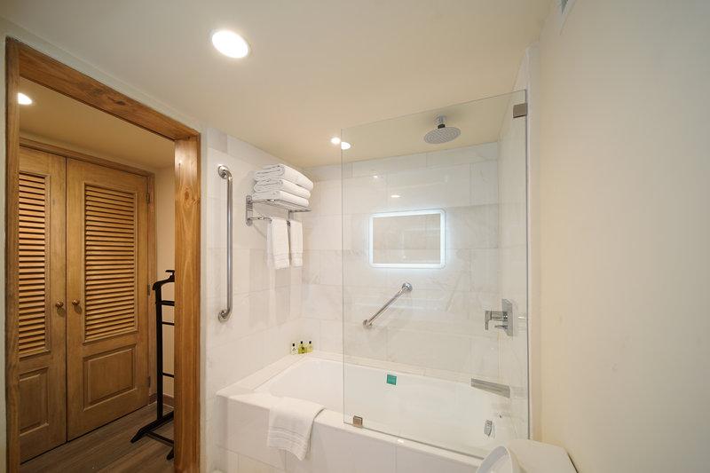 Intercontinental San Salvador - Metrocentro Mall-Guest Bathroom<br/>Image from Leonardo