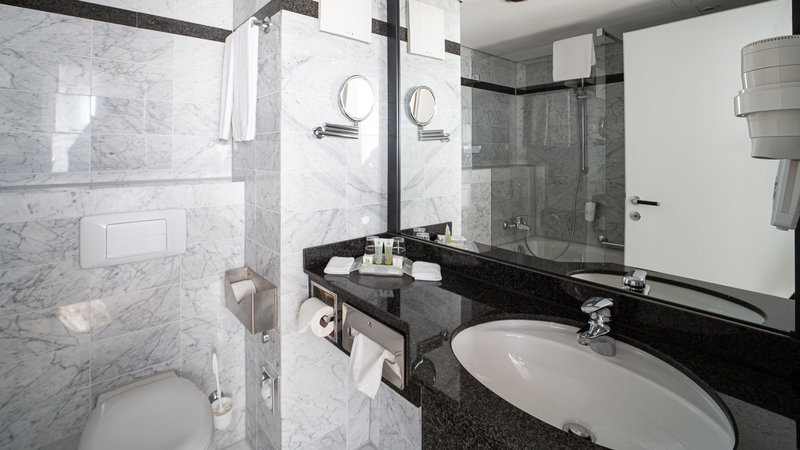 Berlin Airport Conference Centre-Guest Bathroom<br/>Image from Leonardo