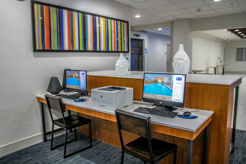 Holiday Inn Express & Suites Carlsbad-Business Center<br/>Image from Leonardo