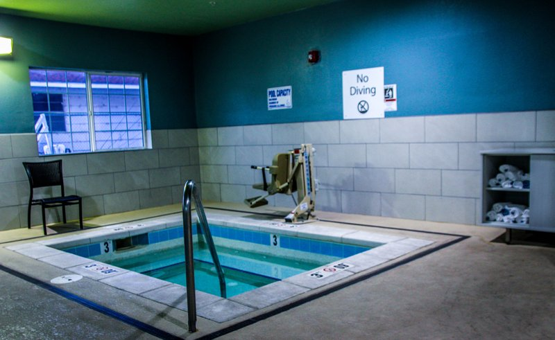 Holiday Inn Express & Suites Carlsbad-Swimming Pool<br/>Image from Leonardo
