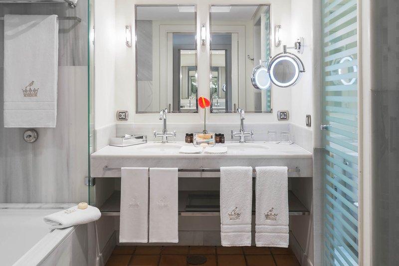 Gran Hotel Bahia del Duque-Bathroom Deluxe Double Room Bahia<br/>Image from Leonardo