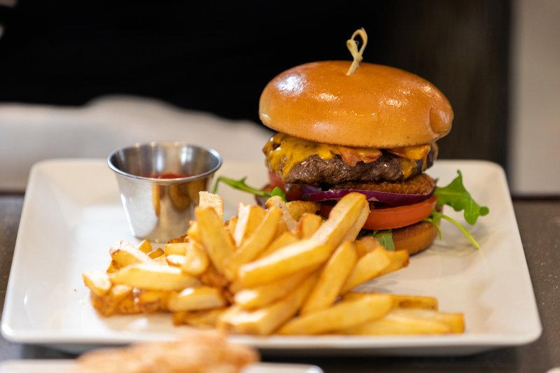 Holiday Inn Saskatoon Downtown-Saskatoon's tastiest house made burger!<br/>Image from Leonardo