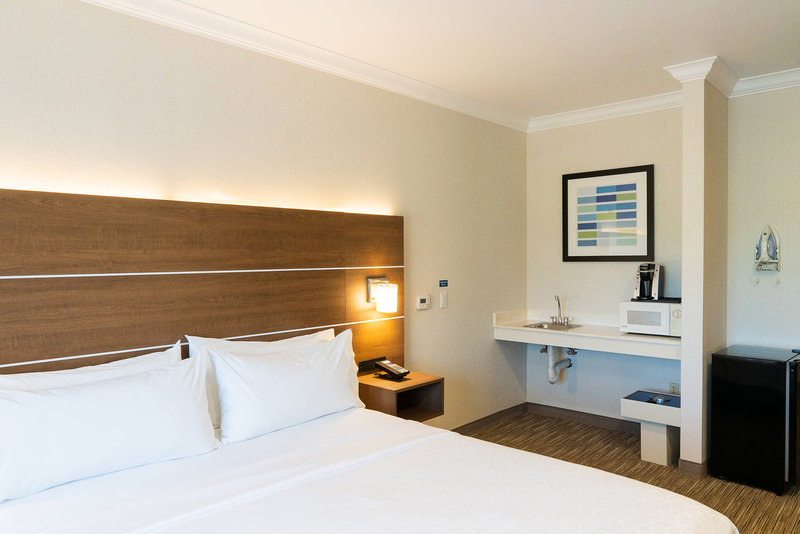 Holiday Inn Express & Suites Davis-University Area-Wheelchair Accessible<br/>Image from Leonardo