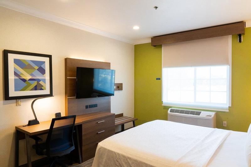 Holiday Inn Express & Suites Davis-University Area-King Suite. <br/>Image from Leonardo