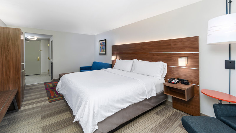 Holiday Inn Express & Suites Dinuba West-Guest Room<br/>Image from Leonardo