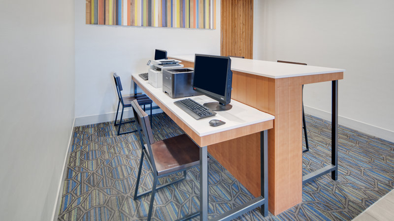Holiday Inn Express & Suites Dinuba West-Business Center<br/>Image from Leonardo