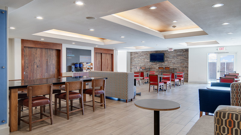 Holiday Inn Express & Suites Dinuba West-Breakfast Lounge <br/>Image from Leonardo