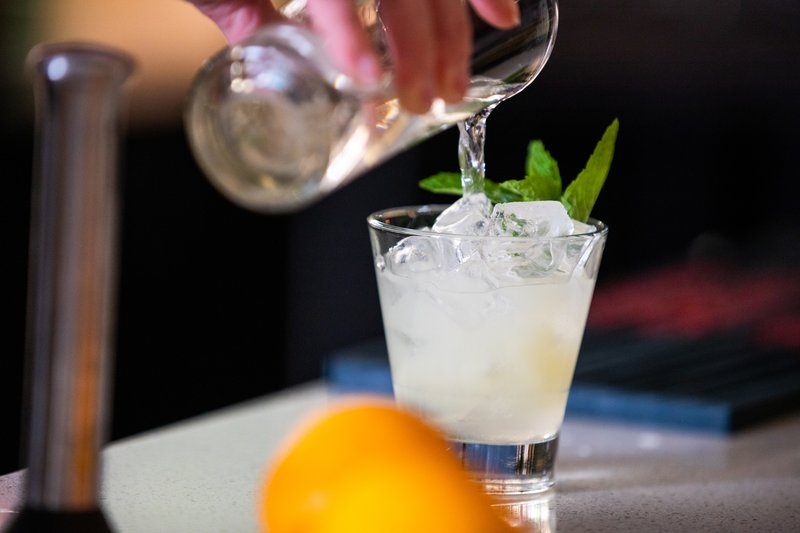 Holiday Inn Saskatoon Downtown-Be sure to enjoy a tasty cocktail at our HUB Lounge<br/>Image from Leonardo