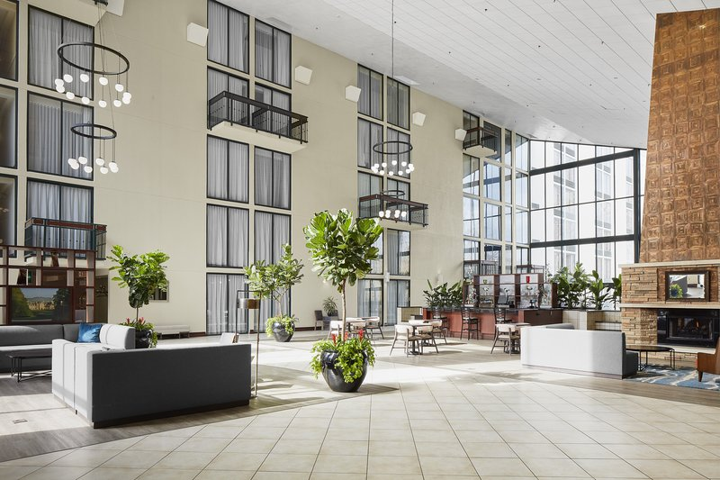 Holiday Inn Asheville - Biltmore West-Beautiful atrium with a lot of natural light.<br/>Image from Leonardo