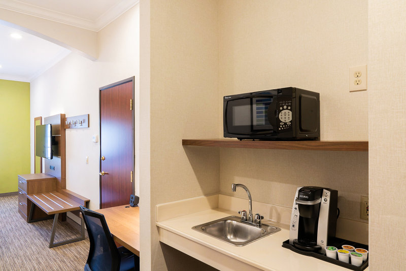 Holiday Inn Express & Suites Davis-University Area-Guest Room<br/>Image from Leonardo