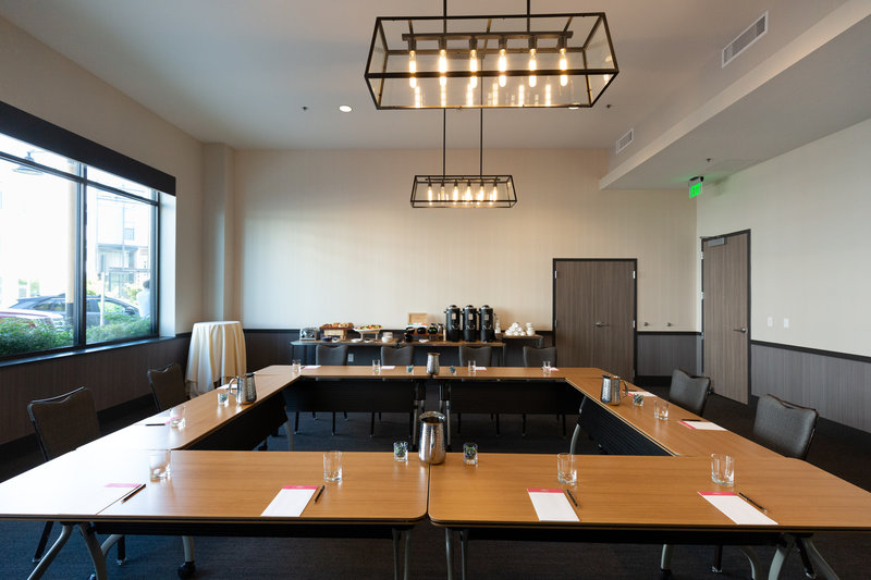 Hotel Indigo Seattle Everett Waterfront-Saratoga Meeting Room Square Set Up<br/>Image from Leonardo