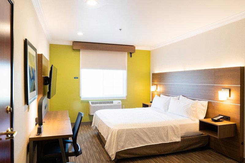 Holiday Inn Express & Suites Davis-University Area-King Suite.<br/>Image from Leonardo